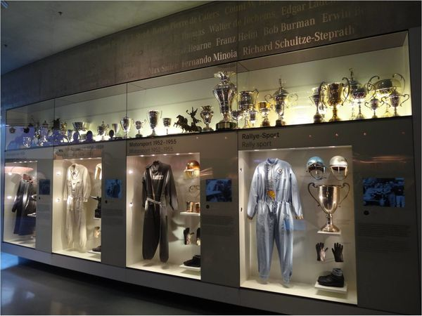 trophees-course-automobile-musee-mercedes.jpg