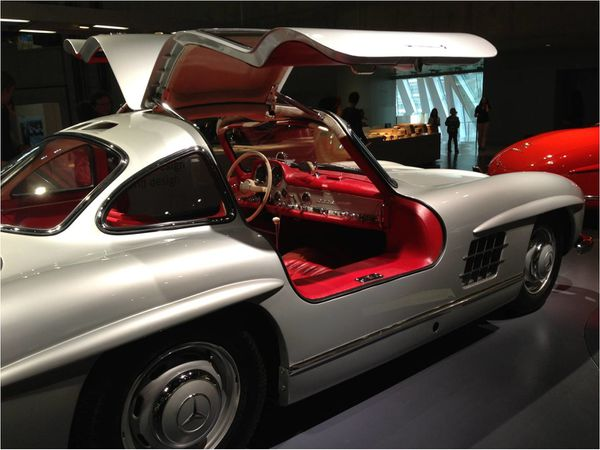 voiture-papillon-musee-mercedes-benz.jpg
