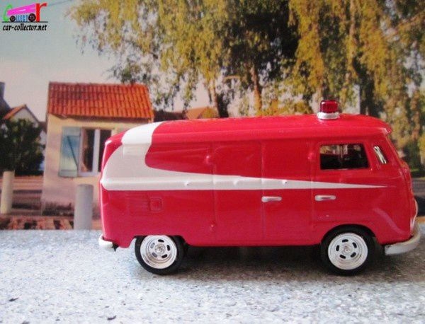 vw-combi-starsky-et-hutch-1965-johnny-lightning (1)