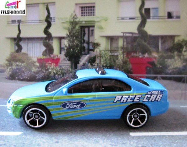 ford fusion pace car (1)