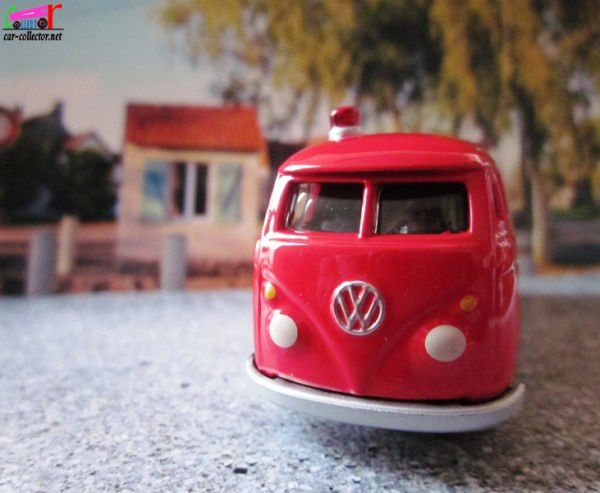 vw-combi-starsky-et-hutch-1965-johnny-lightning (2)