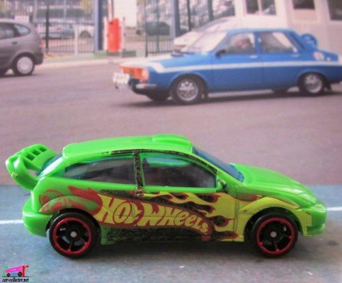 ford-focus-2005-team-hot-wheels-5pk-2012 (2)