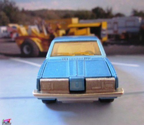 oldsmobile-berline-majorette (2)