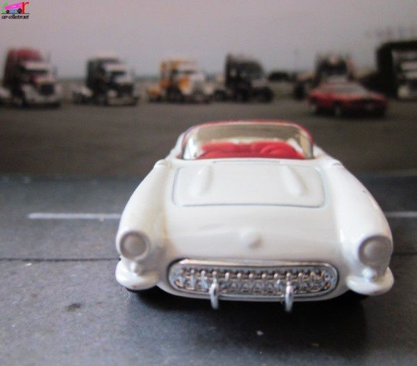 chevrolet-corvette-convertible-1957-matchbox (2)