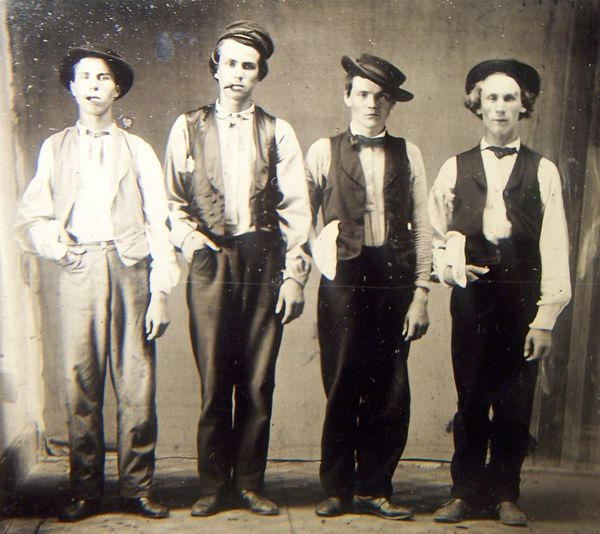 Billy-le-kid--doc-holliday--jesse-sames--charlie-bowdre.jpeg
