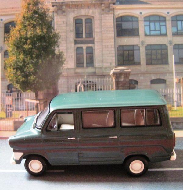 ford transit 1965 minichamps 143 (1)