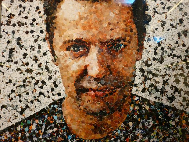 xvik-muniz-self-portrait-photo-taken-by-joyce-takenaka.jpeg