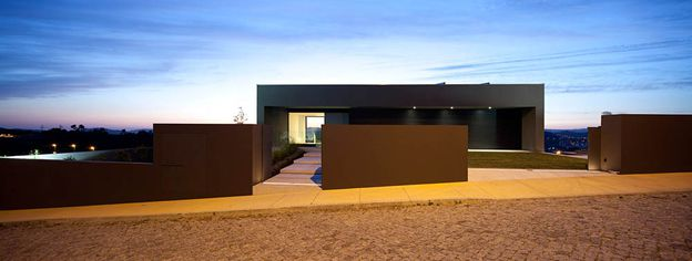 09-House-in-Guimaraes-by-Sequeira-Architects-on-usti-mag-b.jpg