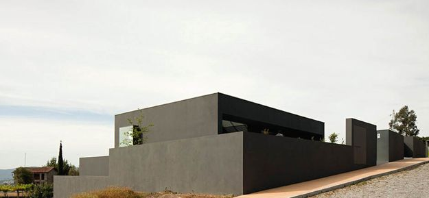 08-House-in-Guimaraes-by-Sequeira-Architects-on-usti-mag-b.jpg