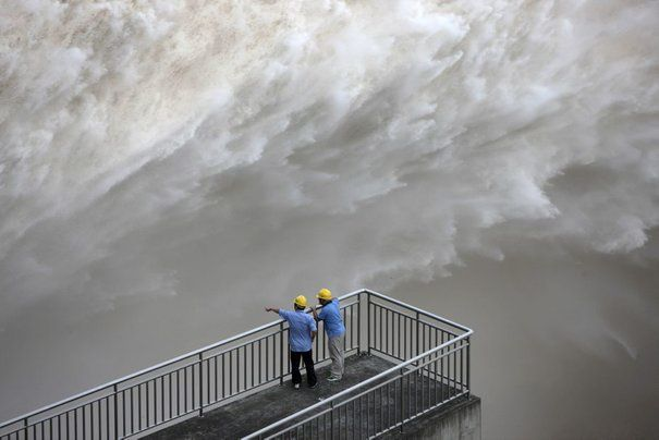 531291_the-three-gorges-dam-discharges-water-to-lower-the-l.jpg