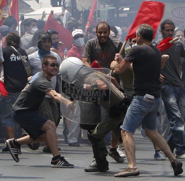 518455_en-grece-manifestation-contre-l-austerite.jpg