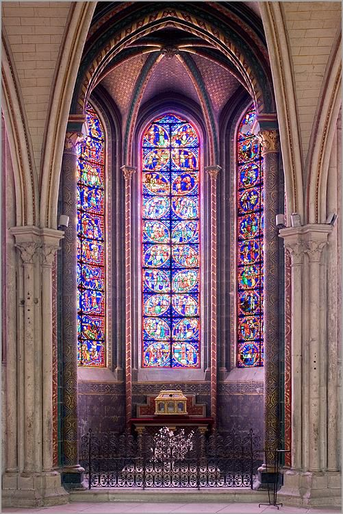 Cathedrale-de-Bourges--Chapelle-rayonnante.jpg