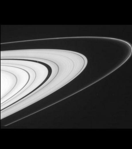 les-differents-anneaux-extremement-brillants-de-saturne-cre.jpg